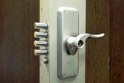 La porte blindé à la loupe